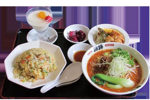 写真:坦々麺のチャーハンセット